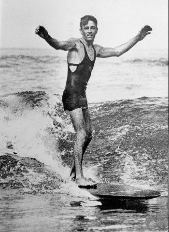 1936 之前,去海邊是得這樣穿的。(來源: Yahoo.)