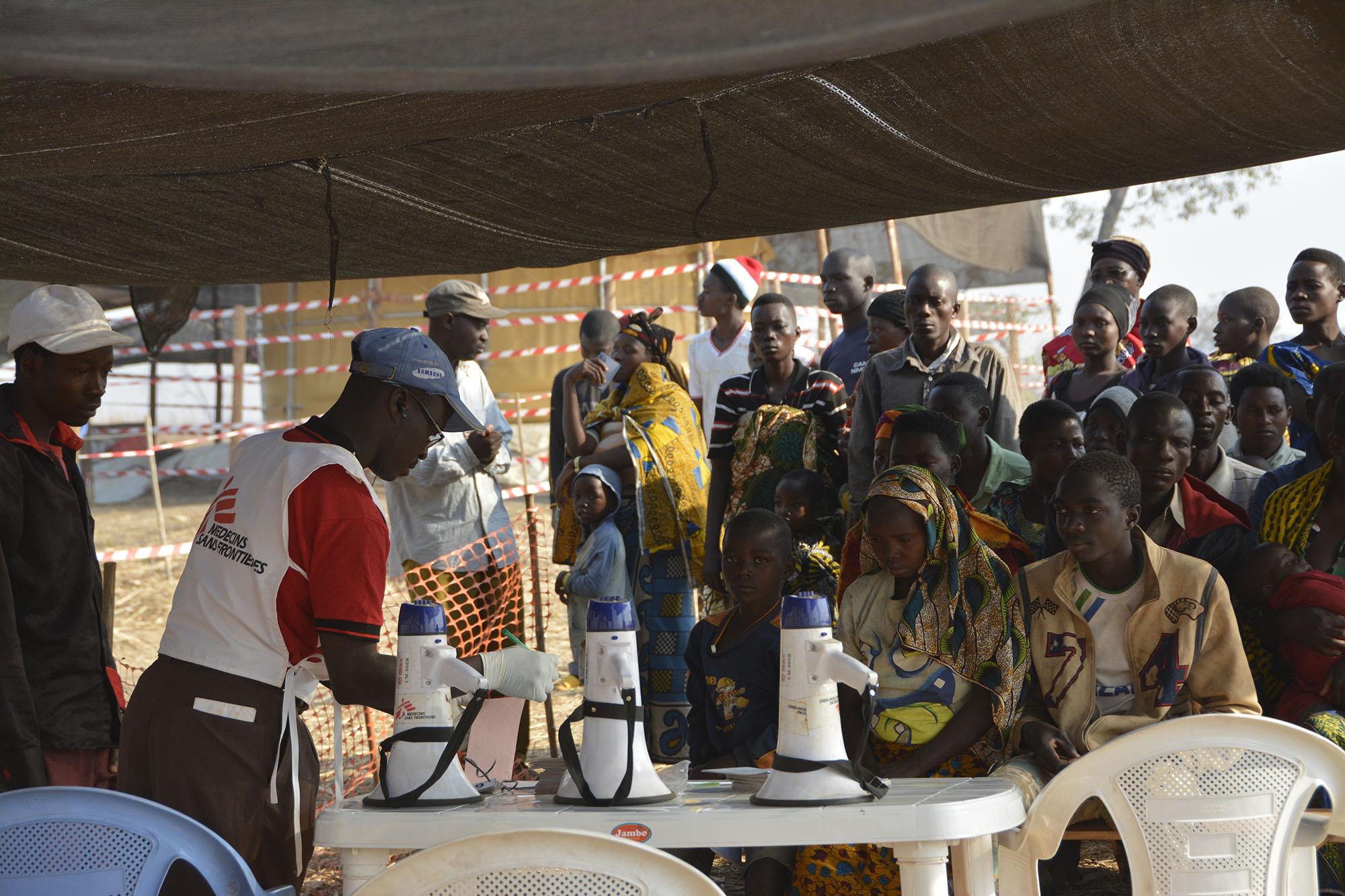 東非國家蒲隆地的尼亞魯古蘇難民營,一個由無國界醫生帶領並與紅十字會合作管理的流動診所。(Eveline Meier/MSF)