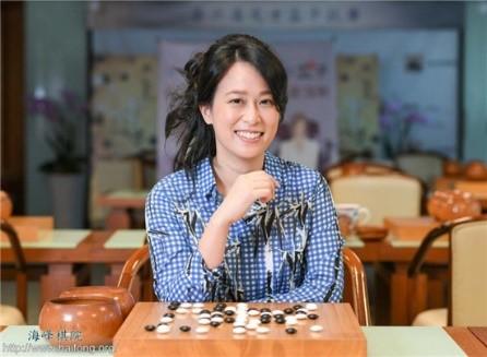 1999、2000女子賽冠軍(張凱馨職業五段)。(海峰棋院)