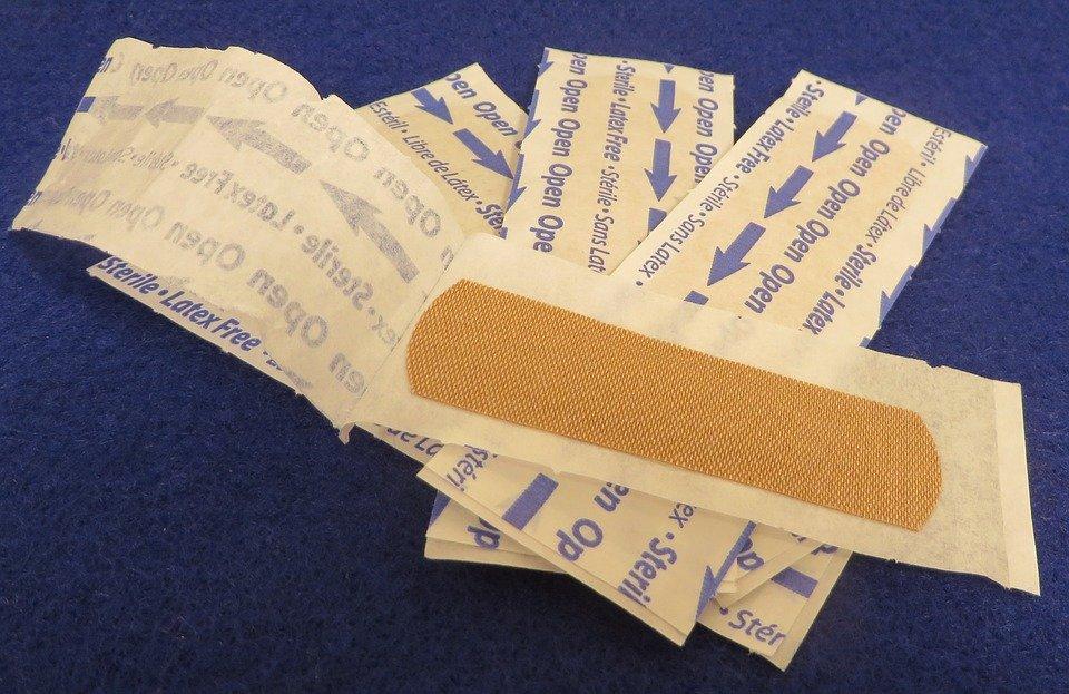 傷口貼ok繃、保持乾燥,這樣不對啦!最新臨床實驗提出4招,其實濕敷更快好