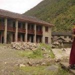 西藏高僧丹增德勒仁波切死於中共監獄,外甥女逃亡證稱:舅舅的遺體嘴唇、指甲發黑
