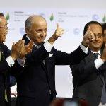 巴黎氣候峰會掌聲中落幕 主席流淚宣示:我們承擔起巨大歷史責任,抬頭挺胸回去