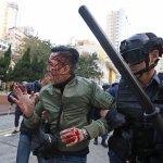 香港版二二八?民怨沖天演變成警民衝突 梁振英定調為「暴亂」
