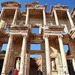 在土耳其以弗所古城中發現,世界上第一則廣告賣的竟然是...