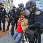 「我們是捍衛民主,不是實行民主」在美國遇上警察 好漢不吃眼前虧