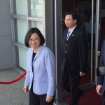 蔡總統上任後首次視導國軍 搭乘「空軍一 號」飛扺花蓮佳山基地
