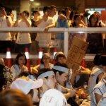罷工直擊》空服員夜宿街頭 段宜康爆料:華航高層晚間在辦趴