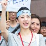 別再喊「史上顏值最高罷工」了!還記得關廠工人臥軌抗爭時,台灣人的嘴臉嗎?