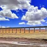 山不再高,路不再長 青藏鐵路「火車頭」帶動青藏高原經濟社會