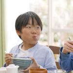 人生就是不停的「選擇」!心理師建議父母,教孩子練習作選擇從吃飯開始…