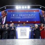 美國總統大選》民主黨大會開幕前夕鬧醜聞 開幕當天鬧分裂