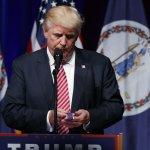 美國總統大選》川普羞辱殉國將士遺眷 紐時爆料:他自己5度「閃兵」
