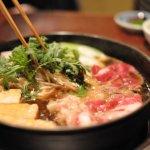 壽喜燒才不只是醬油加肉!連法國文學家都著迷不已,百年來的日本文化美學