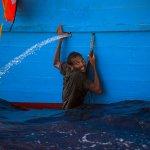 地中海上的難民驚魂之路 義大利單日救援6500人