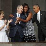 「偉大的國家不會隱藏她的歷史」美國黑人歷史文化博物館隆重開幕 蜜雪兒與小布希相擁搶鏡頭