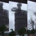 梅姬颱風》台中地標金沙百貨鷹架崩塌 砸毀1車、2女受傷