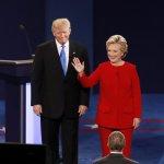 美國總統大選》首場電視辯論終於王見王!希拉蕊全場笑容回應 川普爆氣不斷插話