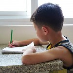 作業越多,不代表孩子越優秀!發起「罷交功課運動」,這群家長爭取的是什麼?