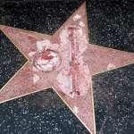 好萊塢星光大道「川普星星」又遇襲了!這回慘遭毀容
