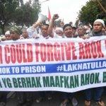 華裔基督徒首長被控「褻瀆可蘭經」 上萬印尼民眾走上雅加達街頭抗議