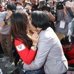相知相惜12年 女同志凱道求婚 群眾熱烈歡呼