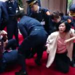 「勞工活不下去!」 國民黨工騎YouBike闖政院 遭警鎮壓留置