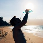 砸大錢買鹼性水,真的有比較健康嗎?營養師駁斥:別期待酸鹼中和,喝這種最好