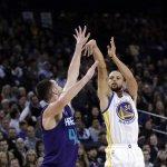 贊助商說川普是人才 NBA「咖哩小子」猛吐槽:蠢材啦!