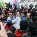 「不承認是中國人就離開台灣」挺蔣、反蔣民眾中正紀念堂爆發衝突