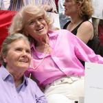 攜手40年、半身癱瘓不離不棄,世上最相愛的兩名老太太,道出一生淚水與甜蜜