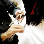 只是剪個頭髮,居然連耳垂都剪下來了!髮廊員工一句話惹毛無辜女客