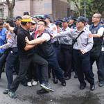 反年改團體追打官員、立委  警政署:北市警局已在偵辦