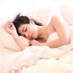 側睡、趴睡、仰睡,哪一種睡姿最健康?古法3招養身,助你一夜好眠!