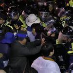 南韓反薩德民眾痛斥政府:南韓難道是美國的殖民地嗎?為什麼要當賣國奴!