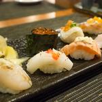 誰說人只愛挑便宜的買?這老闆在菜單加一句話,意外讓每客1300元高檔壽司狂賣7倍!