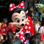 有片》米奇米妮手語回應聽障女孩,全世界都哭了!就靠5招,迪士尼擄獲所有人的心