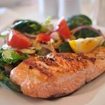減肥最怕朋友約吃飯啦!面對滿桌高熱量食物,學好7大原則,吃飽也不怕體重暴增