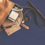請試著每周帶一次小包包出門!日本職涯諮商師:努力過頭的女性,包包通常都很大…