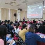 想體驗台北市長的生活嗎?大專生隨柯文哲開行動市政會議