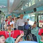 嘉義縣公車處購10新車,友善長者和身障者安全乘車
