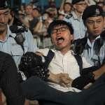 香港回歸20周年》民主派抗議遭警方與「愛國人士」暴力阻撓?黃之鋒:如今只剩「一國1.5制」