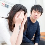 別在孩子面前,隱瞞悲傷與難過!心理學專家:小大人都默默承受這股「情緒壓力」…
