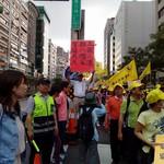 亞洲台灣商業聯合總會台中開會,總統出席抗議隨行
