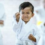 年幼的孩子去學空手道、跆拳道,會變成暴力份子嗎?美國小兒科醫師這樣告訴家長…