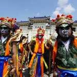 近百間宮廟上萬人參與,自由廣場前宛如廟會「史上最大科,眾神上凱道遊行」網路直播