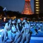 夜間泳池陸續登場 到場女性不游泳而是來…