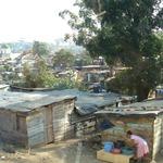 鄰近最繁華的都市,卻只能住最破敗的房子…這些貧民窟揭露了世上最殘酷的貧富差距