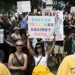 波士頓示威》4萬人上街反對主族主義 警方逮捕27名鬧事者