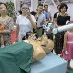 當機器人穿上醫師袍,你敢讓它在你身上開刀嗎?