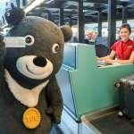 熊讚要出國了!現身桃園機場 旅客搶拍照還問:是不是戀愛了?